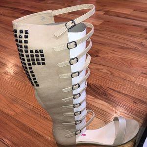 NEW Buckled Gladiator Stud Cross Sandal Tan 10